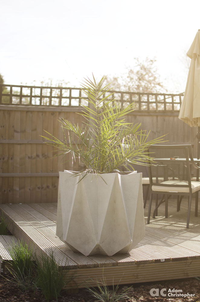 Kronen large flower pot on the deck logo 1000