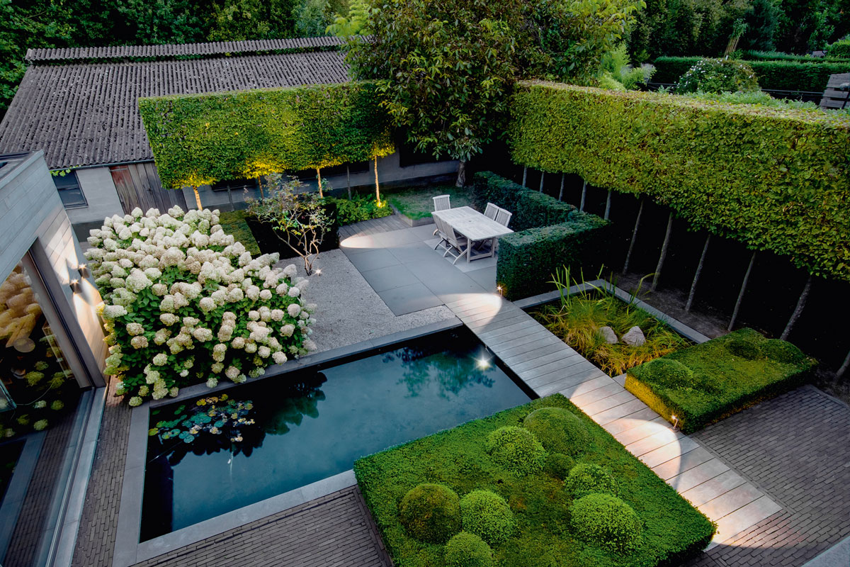 18 great contemporary gardens design and sculpture by for Garden design channel 4