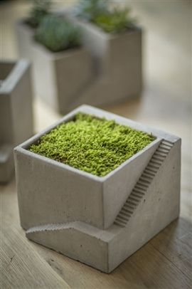 mini concrete flower top with steps