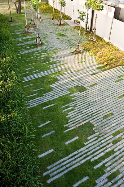 staggered paving landscape design