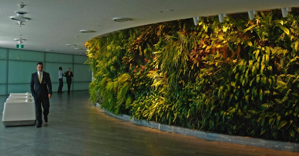 Central circular vertical garden
