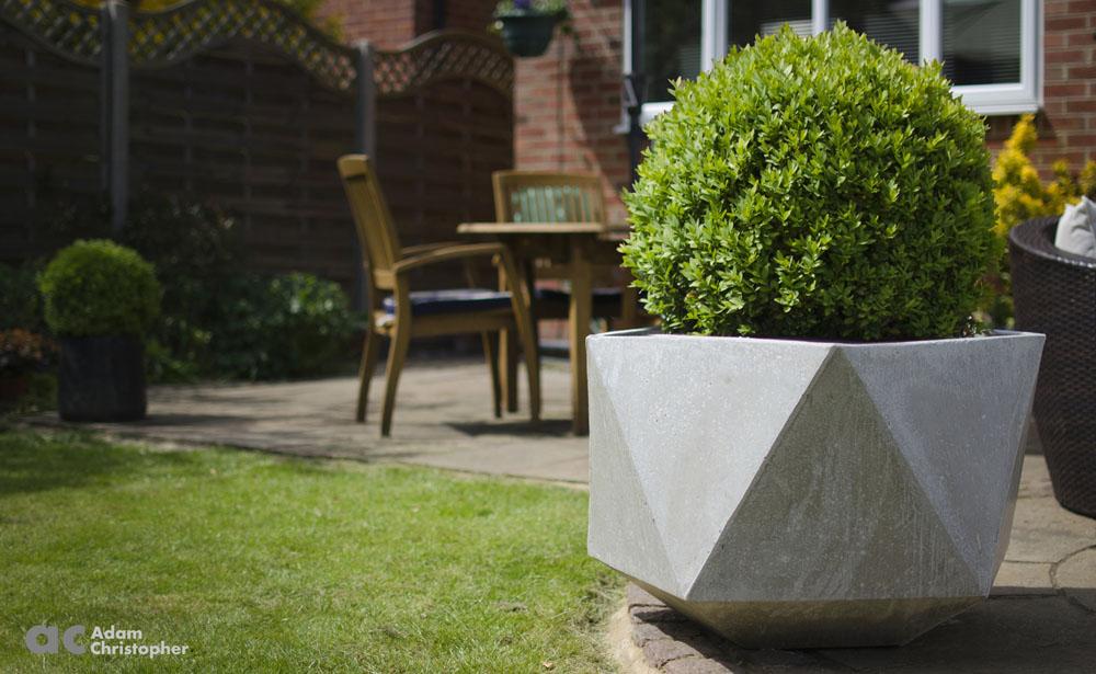 AC commercial concrete planters Femkant logo 1000px
