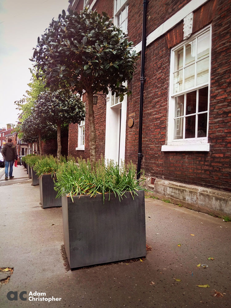 concrete box planters on knutsford highstreet1000