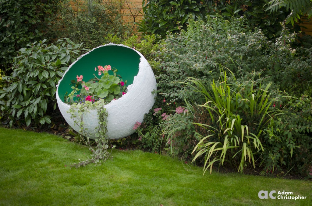 1-metre-green-egg-sculpture-with-planting-logo