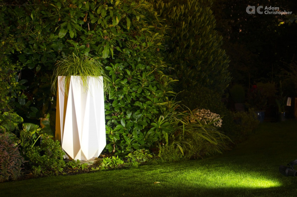 kronen-90-night-shot-contemporary-planter-logo