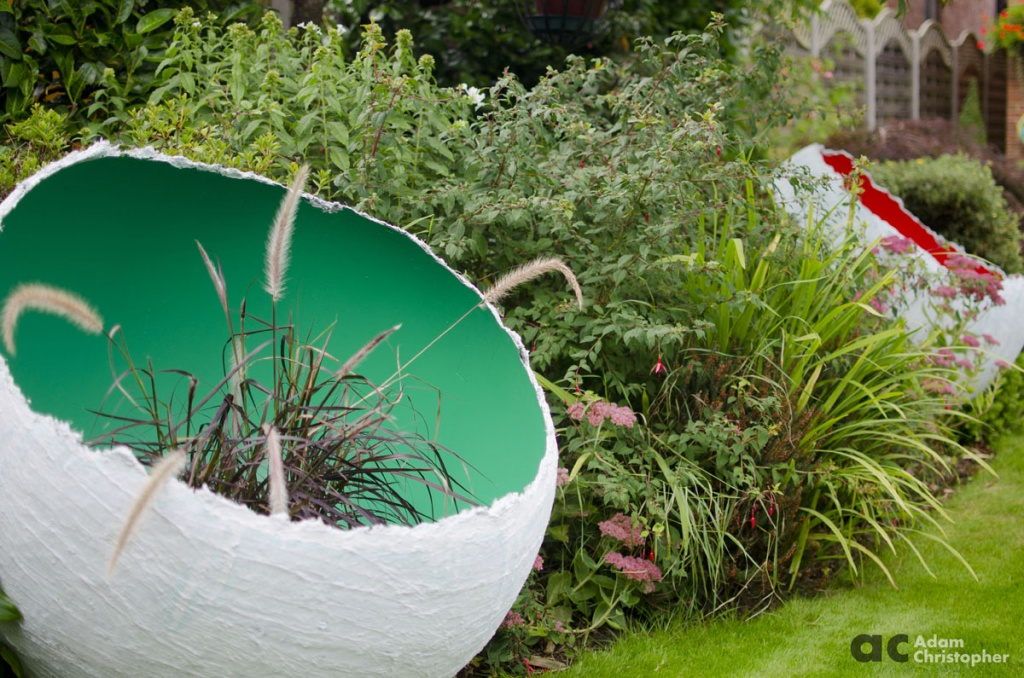 red-and-green-egg-sculpture-planters-logo