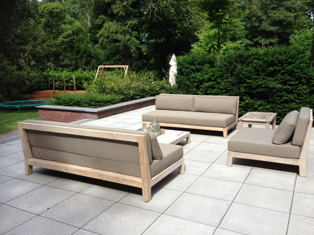 10 stunning outdoor furniture options award winning contemporary concrete planters and. Black Bedroom Furniture Sets. Home Design Ideas
